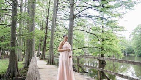Swan Lake Maternity Shoot in Sumter, SC 3