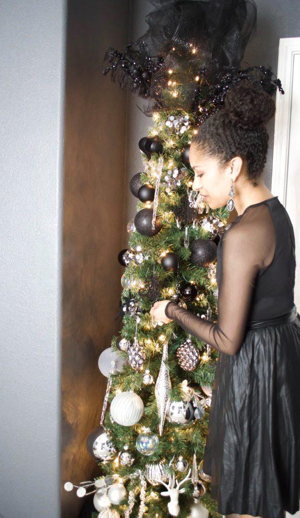 11-Stash-of-Panache-Holiday-Decor-595x1026 How Houston-Based Interior Designer Alana Frailey Decorates Her Home For The Holidays