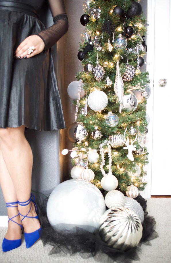 8-Stash-of-Panache-Holiday-Decor-595x911 How Houston-Based Interior Designer Alana Frailey Decorates Her Home For The Holidays