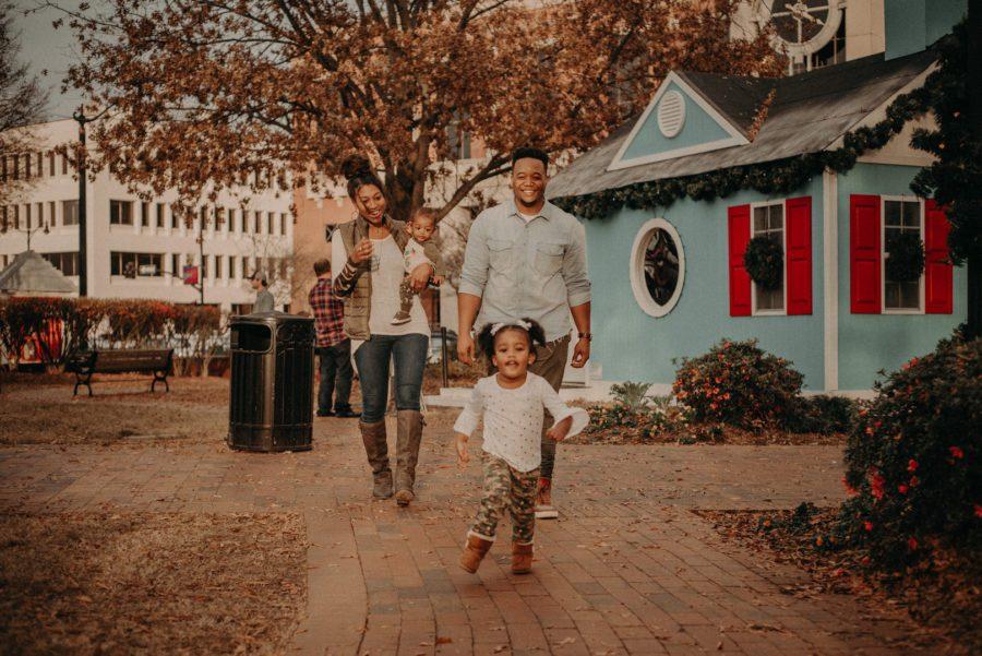 0tmcqkf1n9vy9vib2214_big Marietta, GA Holiday Fun with the Ford Family