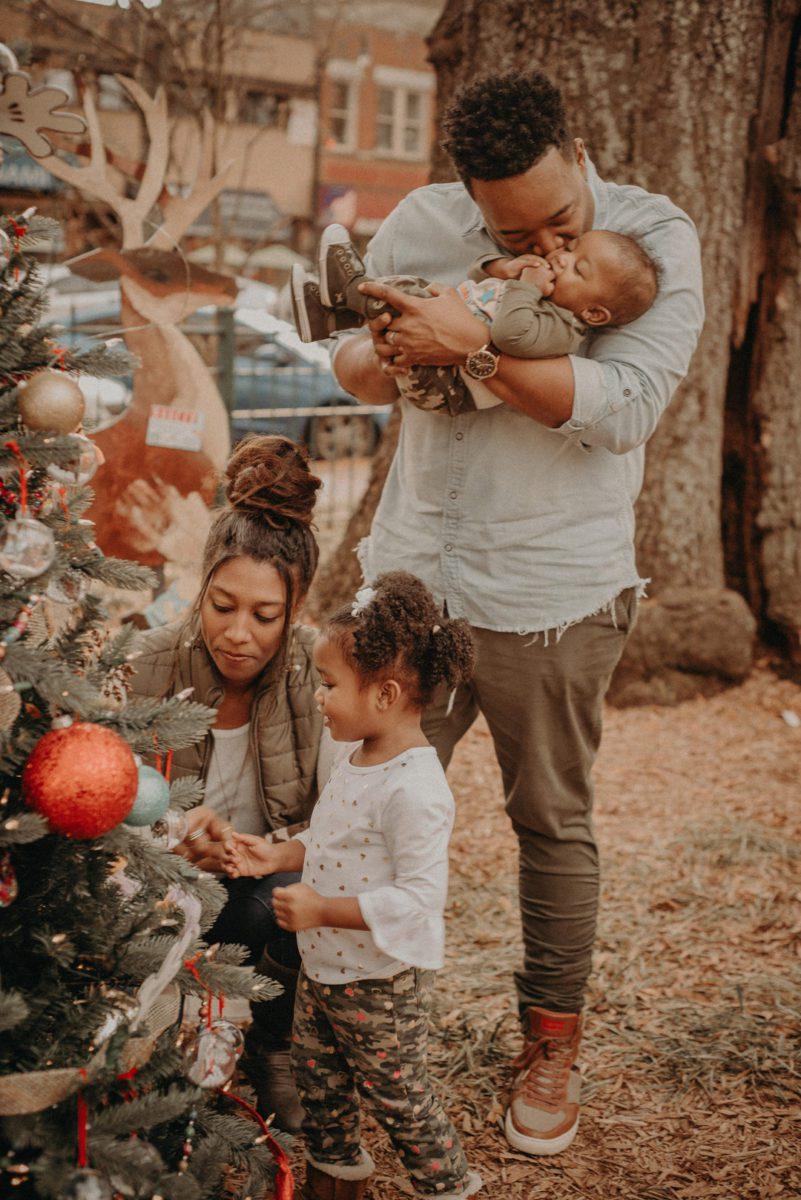43tmpa52khfbconxq655_big Marietta, GA Holiday Fun with the Ford Family