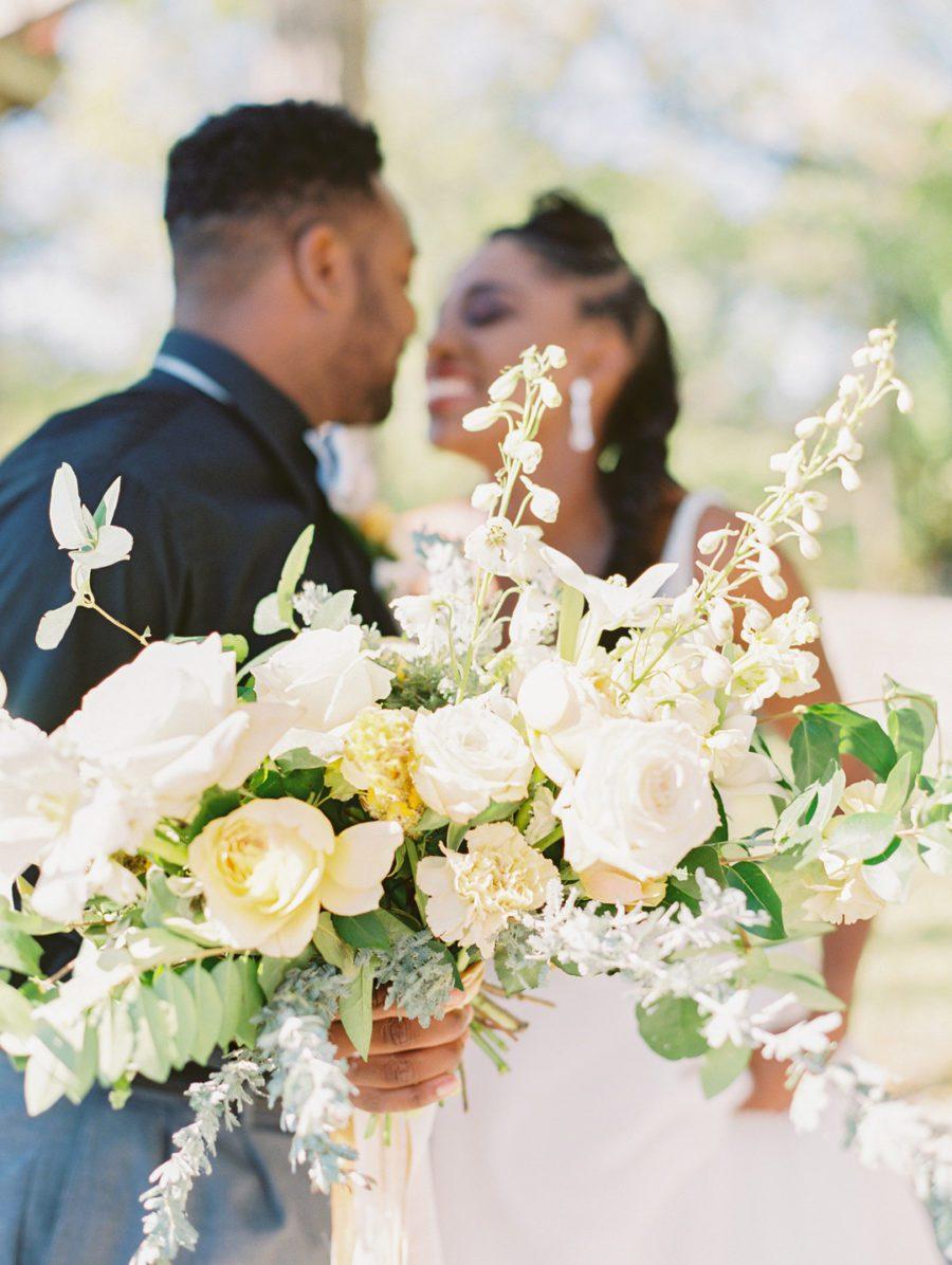 ehiixem3qziwho5cjh54_big Kansas City, Missouri Outdoor Wedding Inspiration
